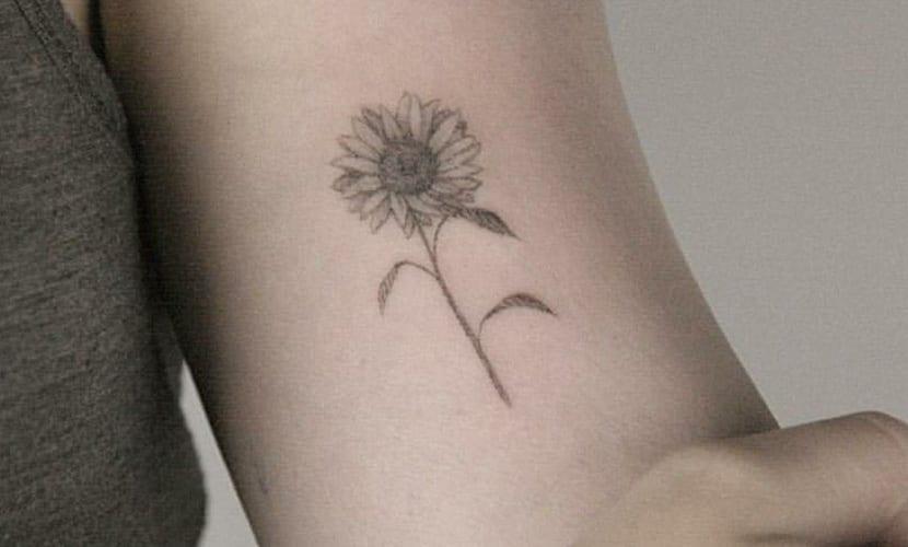 Tatuajes pequeños de girasoles
