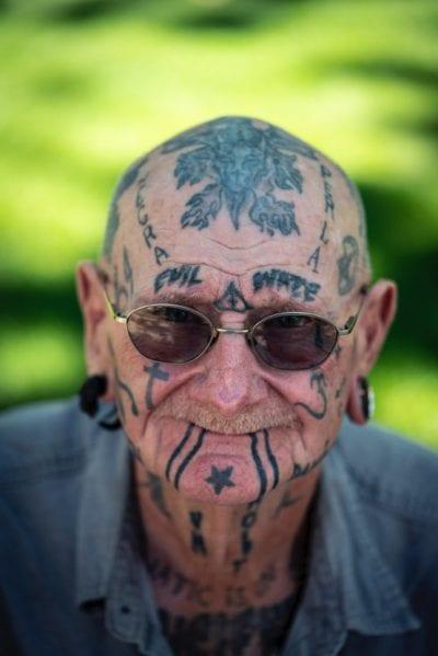 Abuelos con tatuajes pircing