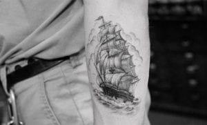 El nuevo tatuaje de Brooklyn Beckham es un barco