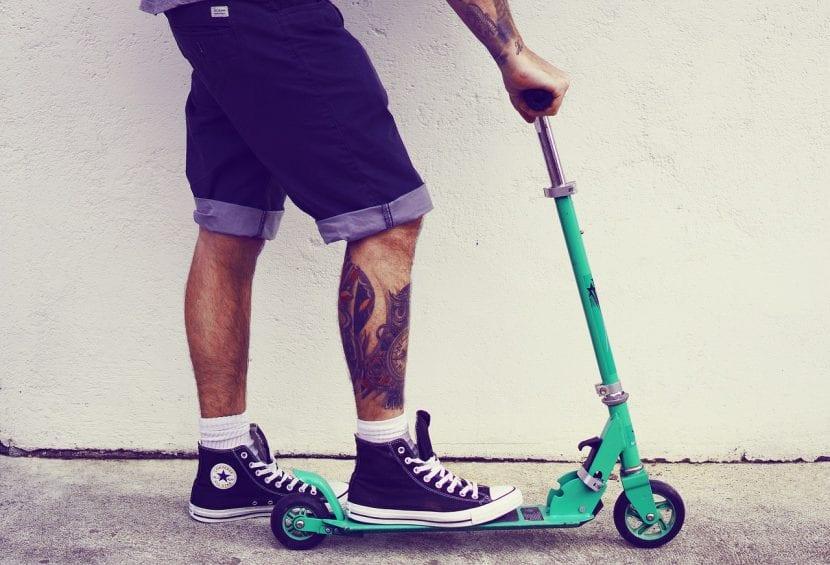 Buen tatuador patinete