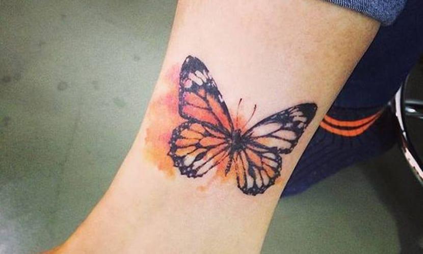 Tatuajes de mariposas en el tobillo