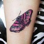 Tatuajes de polillas en el brazo