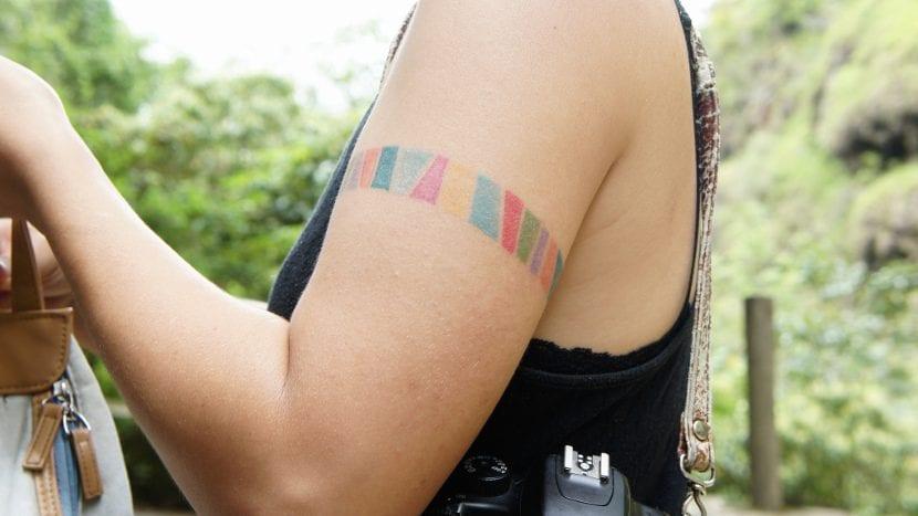Tatuajes de arcoíris brazo