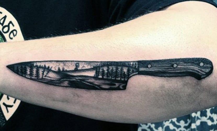 Tatuajes de cuchillos en el brazo