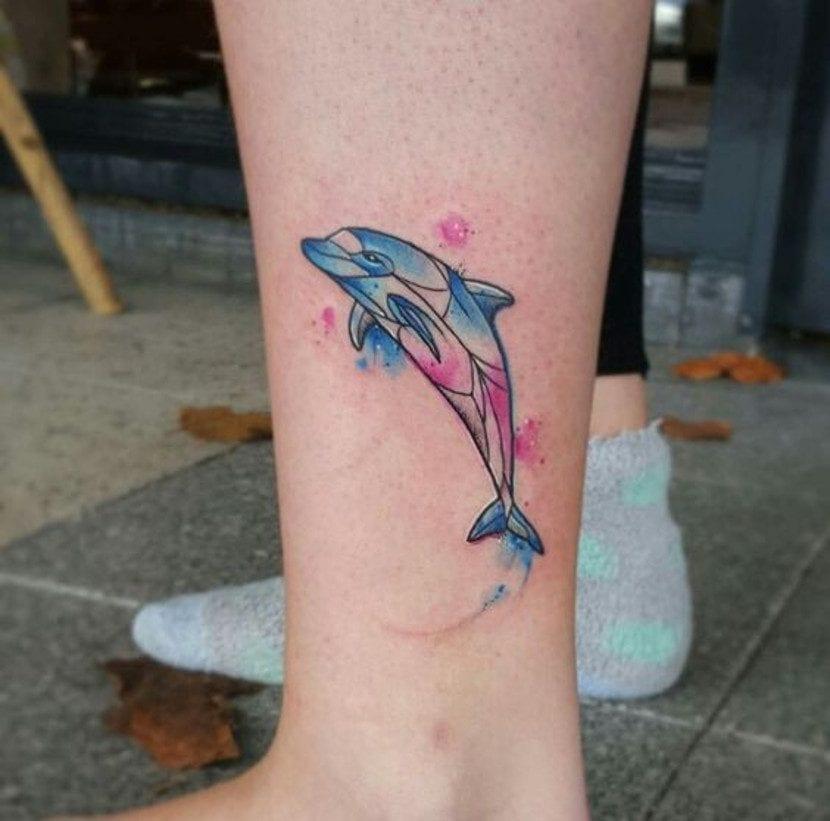 Tatuajes de delfín tobillo
