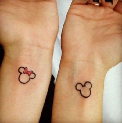 Tatuajes de Mickey y Minnie muñeca