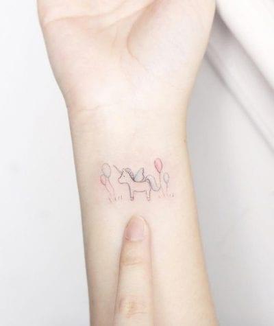 Tatuaje de unicornio globos