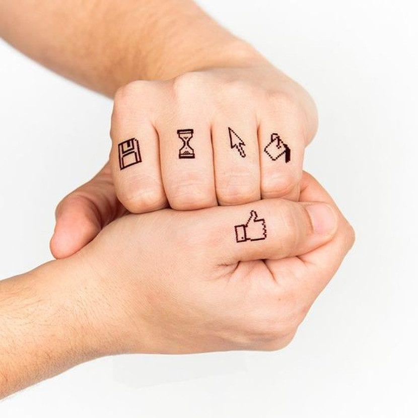 Tatuajes para informáticos nudillos