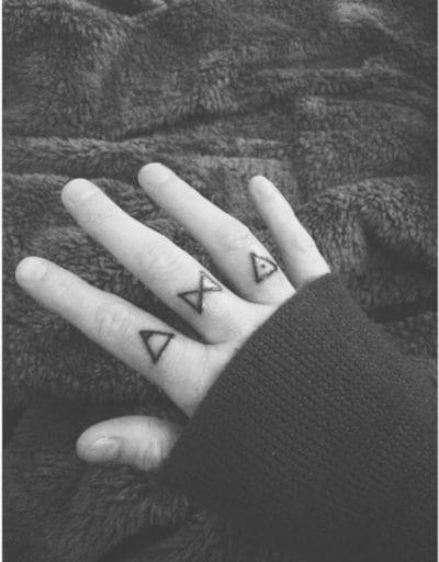 Tatuaje de glifos mano