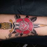 Tatuajes de dagas old school