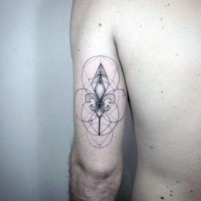 Tatuajes de flor de lis brazo