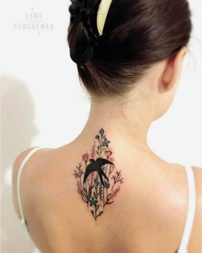 Tatuajes de flores y pájaros espalda