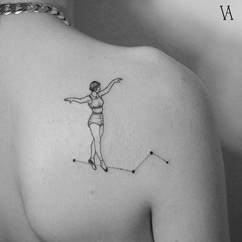 Tatuaje de funambulista constelación