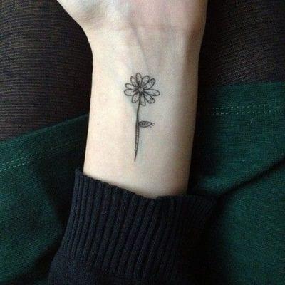 Tatuajes de margarita sencillo
