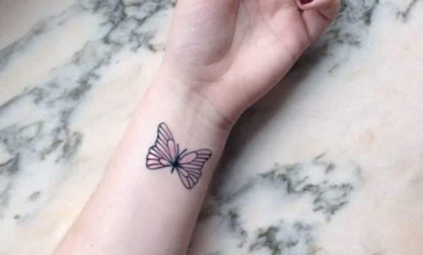 Tatuajes de mariposas en la muñeca