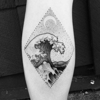 Tatuajes de olas de mar blaco y negro