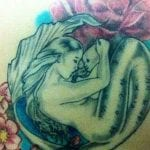 Tatuajes de sirenas en la espalda