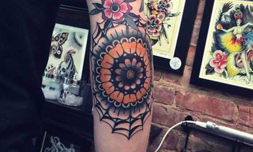 Tatuajes en los codos