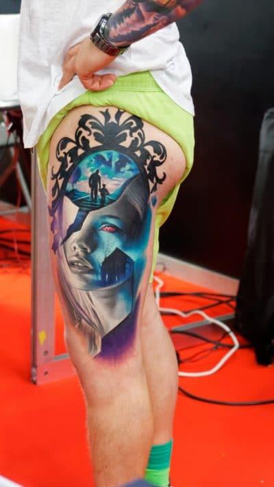 A veces los tatuajes de cerebro y corazón son muy abstractos