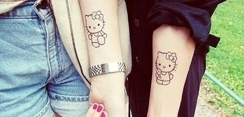 Tatuaje doble de Hello Kitty