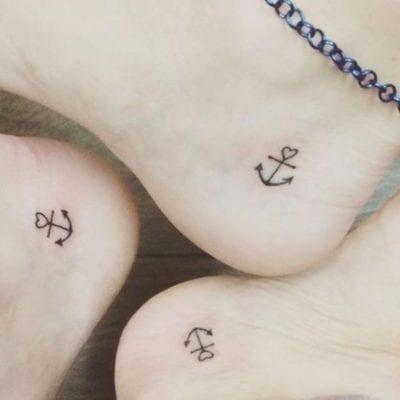 Tatuajes de anclas pequeñas pie