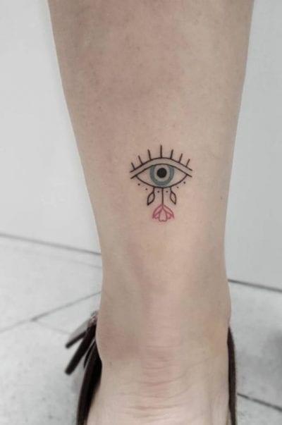 Tatuajes de Horus tobillo