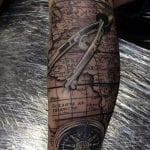 Tatuajes de mapas en la pierna