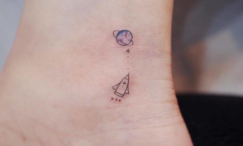 Tatuajes pequeños de planetas