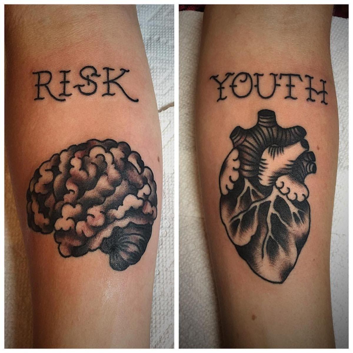 El estilo tradicional combina de maravilla en los tatuajes de cerebro y corazón