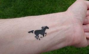 Tatuajes de caballos en la muñeca