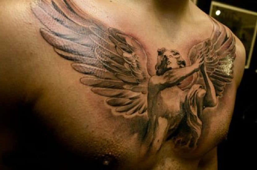 Tatuajes de ángeles en el pecho