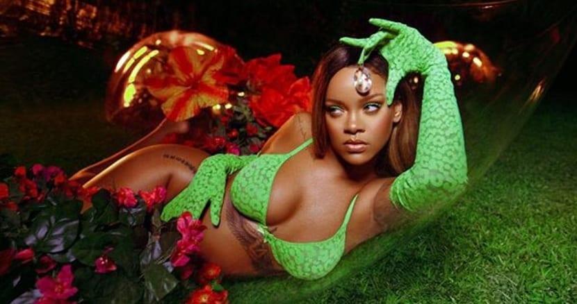 Tatuaje de Rihanna bajo pecho