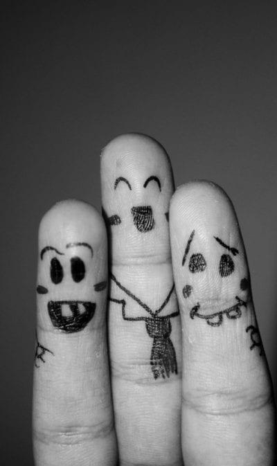 Tatuajes en la punta de los dedos gente
