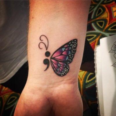 Tatuajes con punto y coma muñeca
