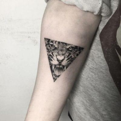 Tatuajes de animales geométricos triángulo