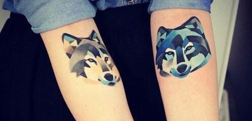 Tatuajes a color de perros