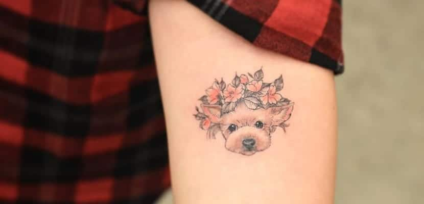 Tatuajes de perros con flores