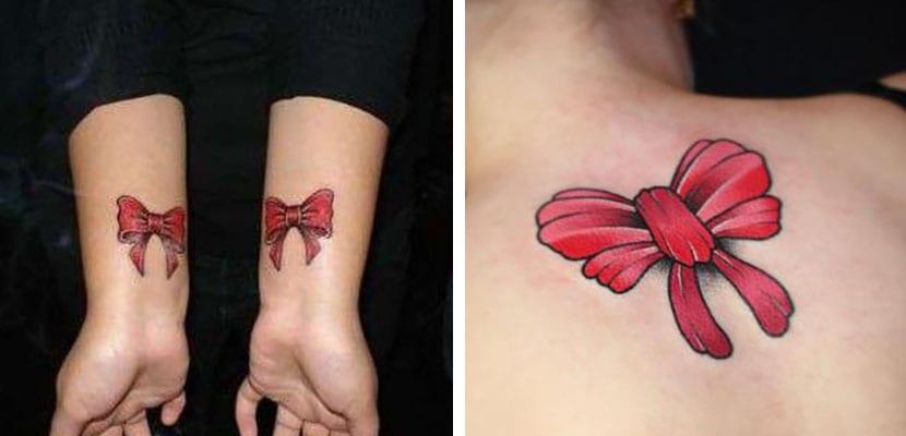 Tatuajes rojos de lazos