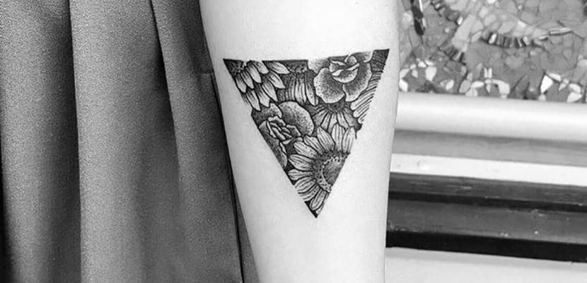 Tatuaje de triángulos