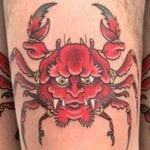 Tatuajes de cangrejos en la pierna