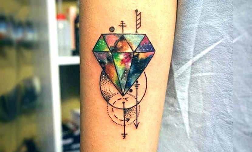 Tatuajes de diamantes para mujer