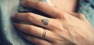 Tatuajes mini para las manos