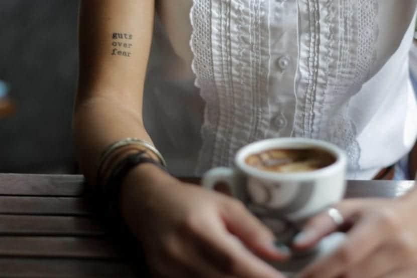 Tatuajes Pequeños con Letras café