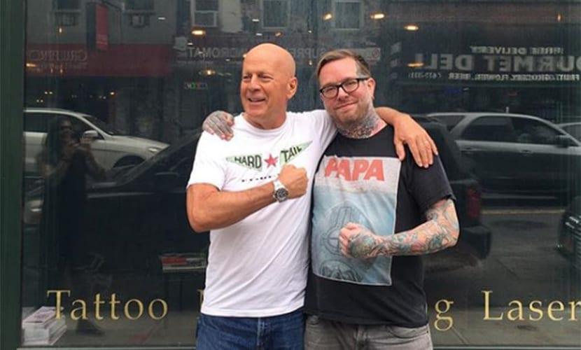 Bruce Willis se ha hecho un nuevo tatuaje