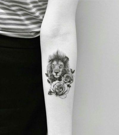 Tatuajes de animales y flores brazo