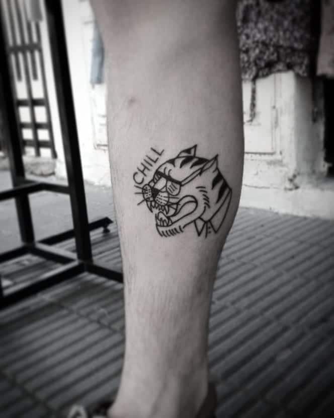 Tatuajes de rugidos pierna