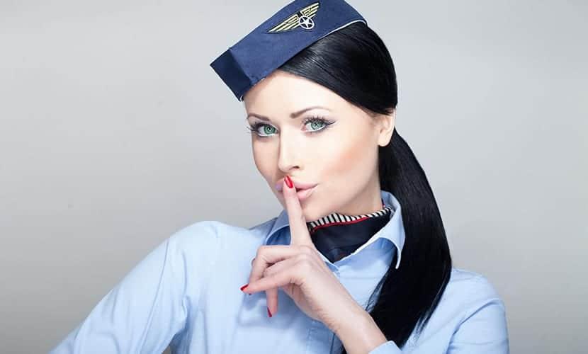 Aerolínea permite a su personal lucir tatuajes
