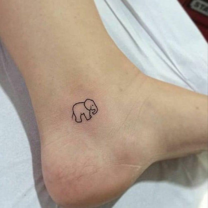 Pequeño tatuaje de elefante