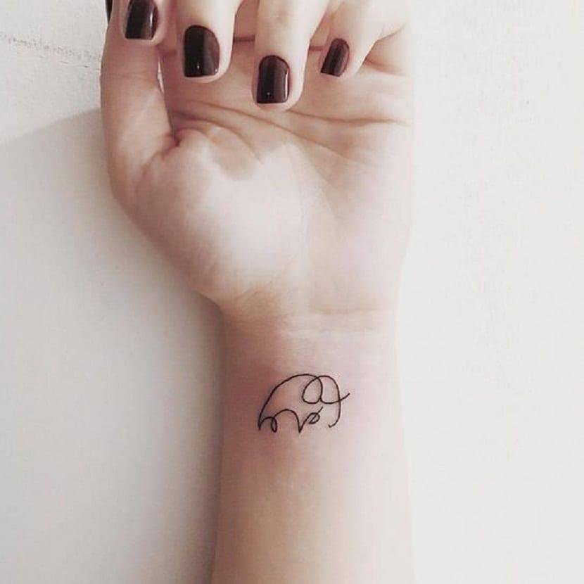 Tatuaje elefante minimalista