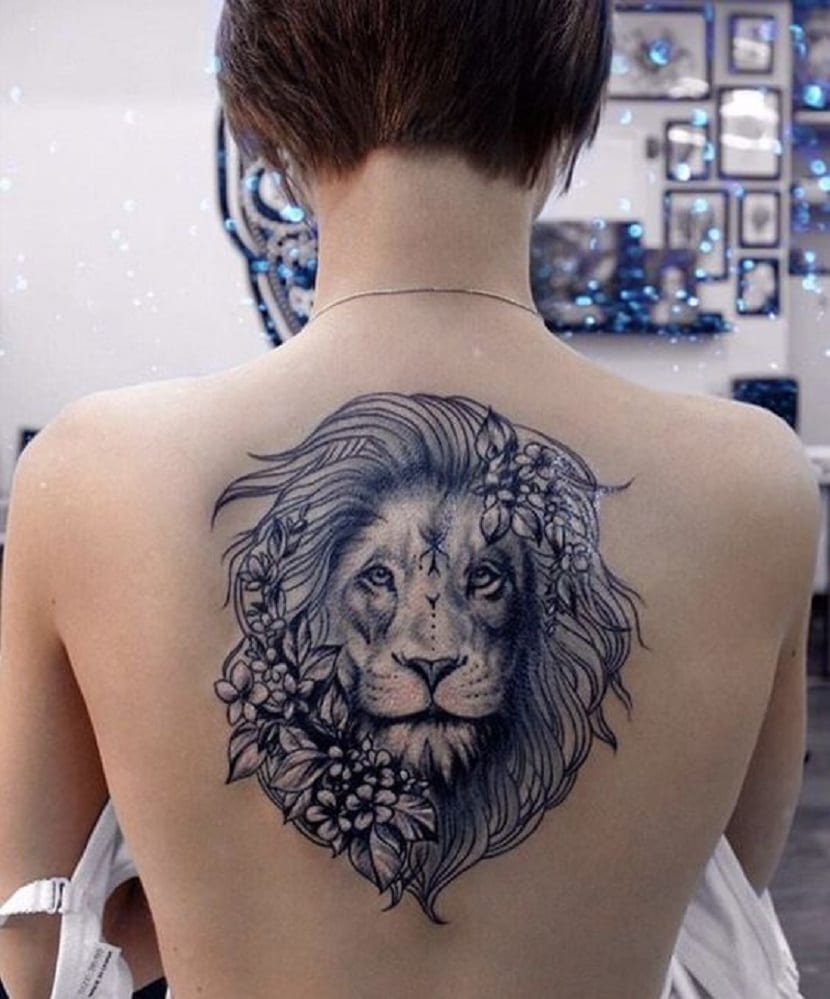 tatuaje de león en espada